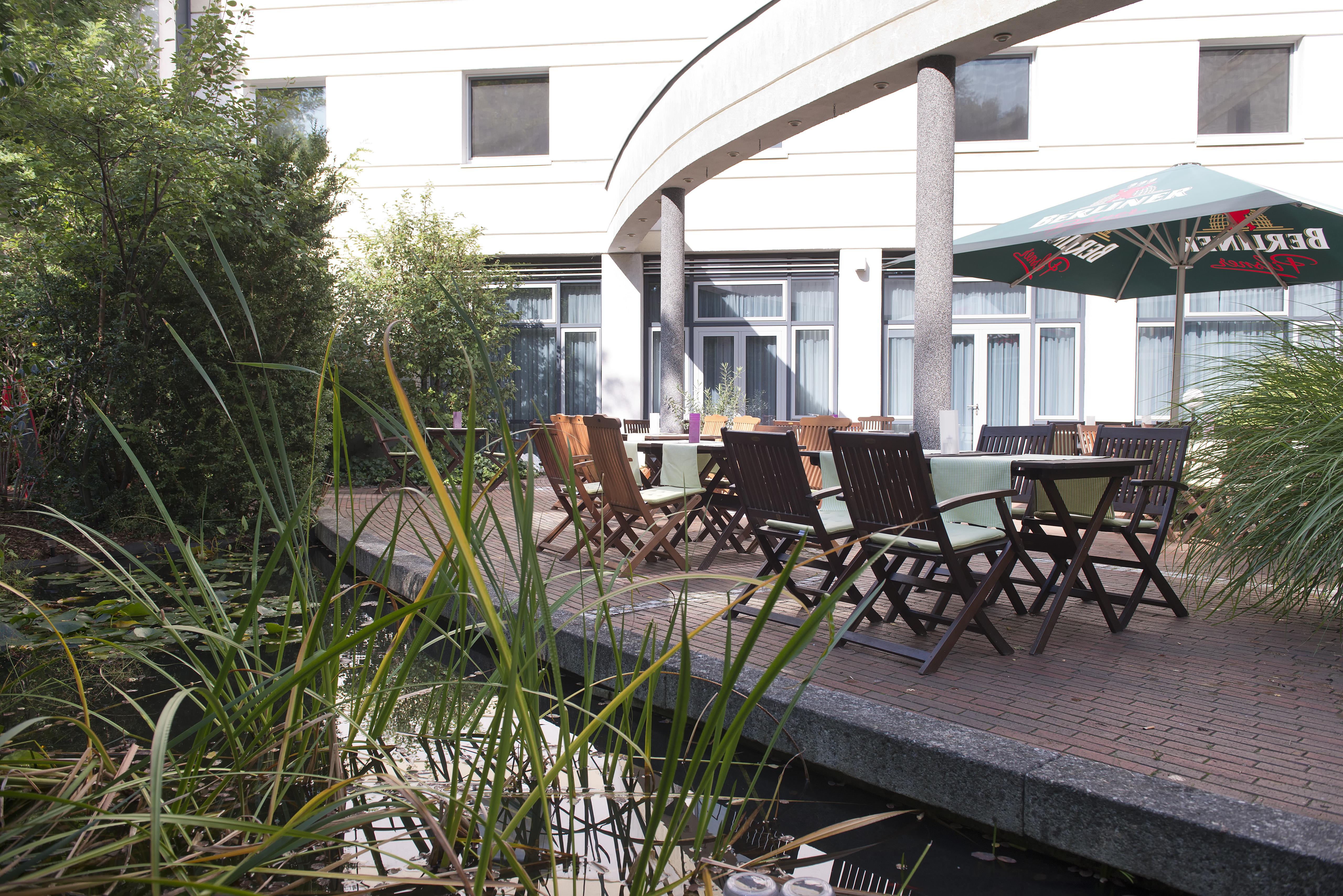 Garten terrasse  Wyndham Garden Hotel Berlin Hennigsdorf - Restaurant & Bar